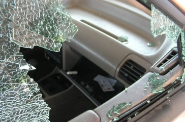 Window-Smashed-Out-Car-Thief-Theft-796x528