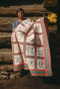 Mrs. Bill Stagg with state quilt, Pie Town, New Mexico (via WikiMedia Commons)