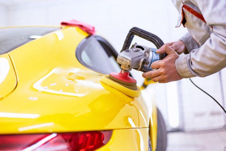 Lucidatrice di auto gialla
