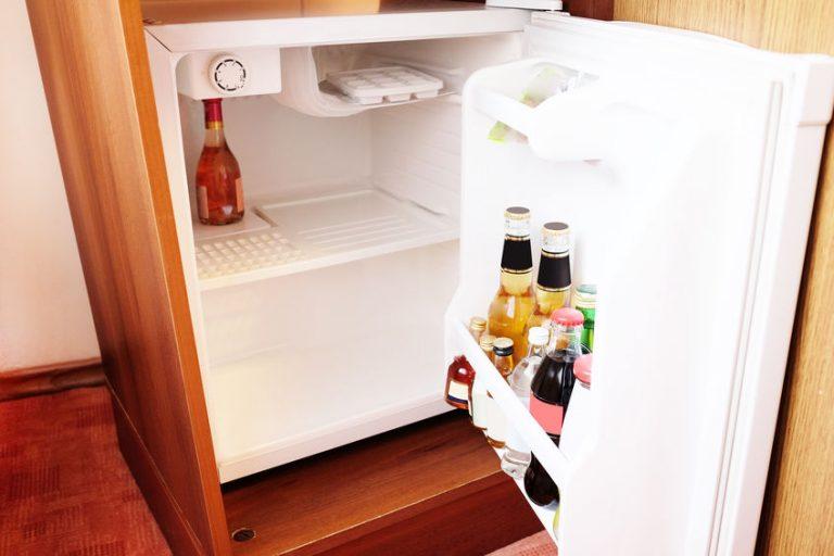 Bibite in un mini frigorifero