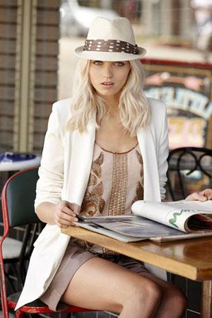 Neutralni boje uz beli sako