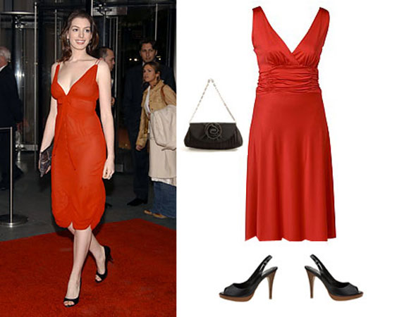 crvena haljina i crne sandale