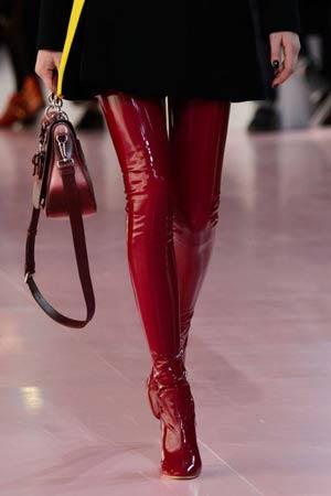 crvene seksi duboke cizme