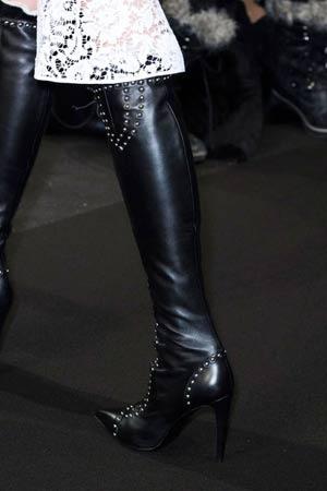 crne cizme iznad kolena sa nitnama