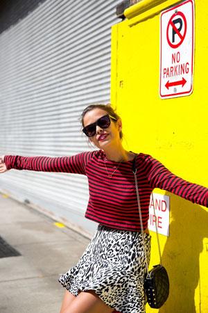 prugasta bluza i suknja sa leopard printom