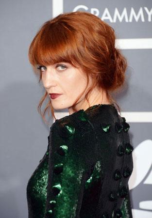 Florence Welch bakarno crvena boja kose