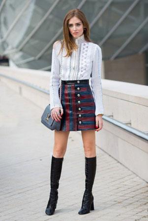 uska suknja sa prugama i cizme