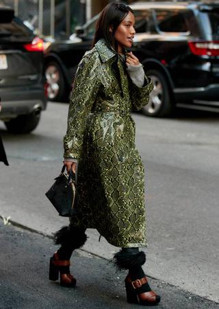 jakna sa zelenim zmijskim printom