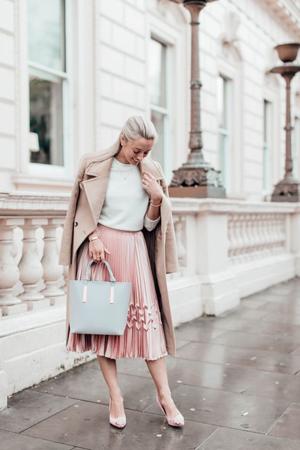 Modne kModne kombinacije - poslovni outfit isprano roze