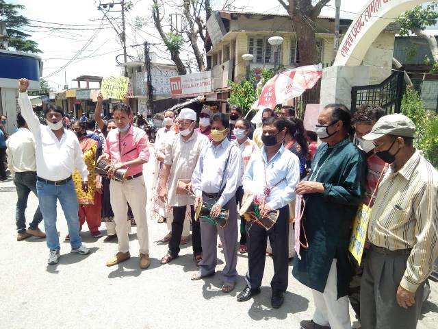 Folk artists performed protest against government