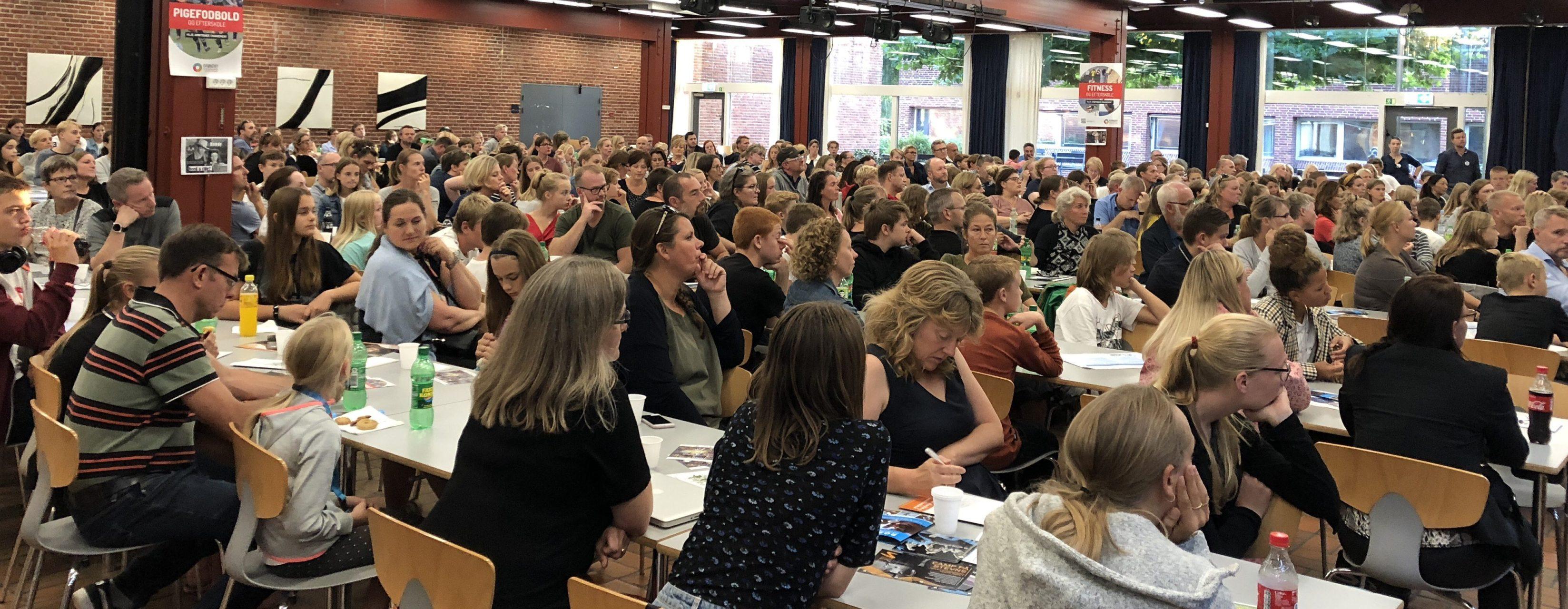 Fuldt hus på Solrød gymnasium tirsdag aften, hvor UUV havde indbudt til info-møde om efterskolevalget
