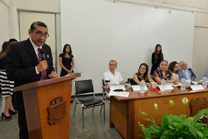 El director de la Facultad de Comunicación, Marco Malpica Rivera
