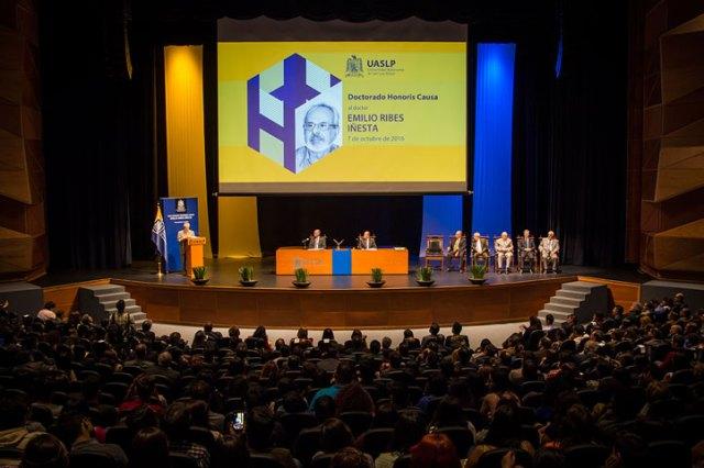 La UASLP entregó el Doctorado Honoris Causa a Emilio Ribes Iñesta, investigador del CEICAH