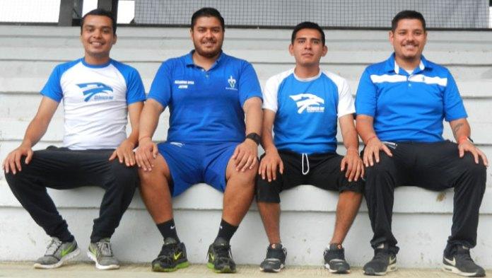 Los entrenadores de la Escuela Halcones UV