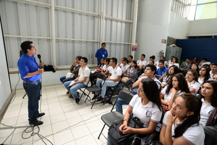 Durante la Expo Orienta, los asistentes tuvieron la oportunidad de probar el software AEXI