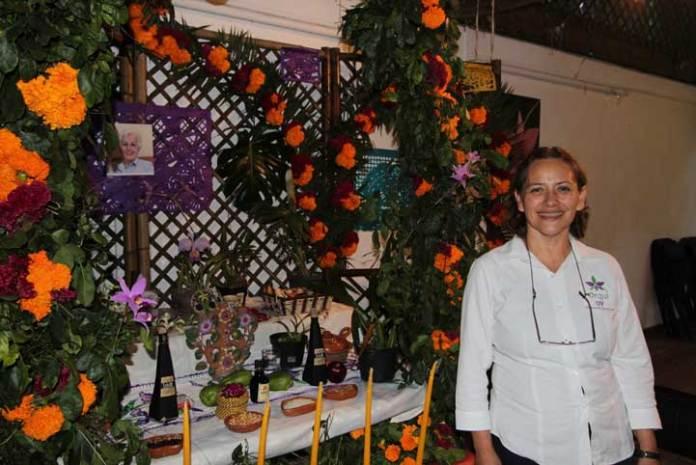 Rebeca Menchaca García, responsable del Orquidario UV
