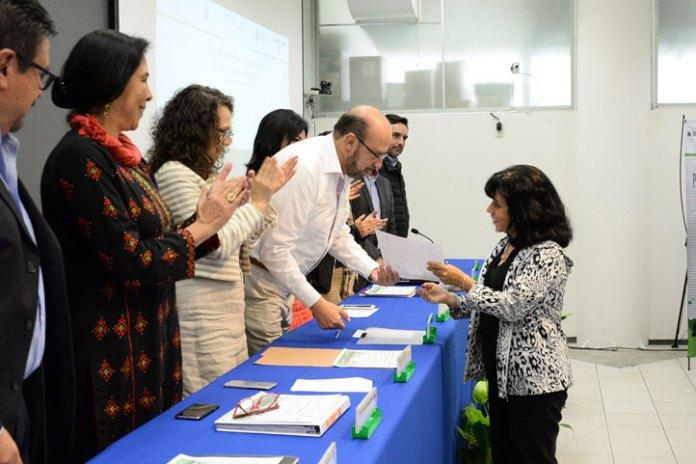 El delegado de la Sedatu, Pedro Yunes, entregó reconocimientos a los participantes en las mesas