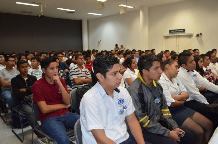 Estudiantes de la UV y universidades privadas participaron en el Primer Foro Líderes Emprendedores