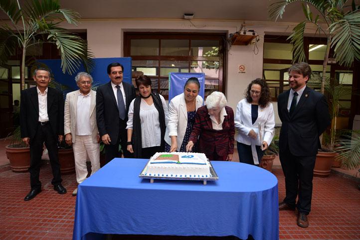 En la conmemoración estuvieron presentes autoridades universitarias, la viuda de Sergio Galindo y ex directores de la Editorial