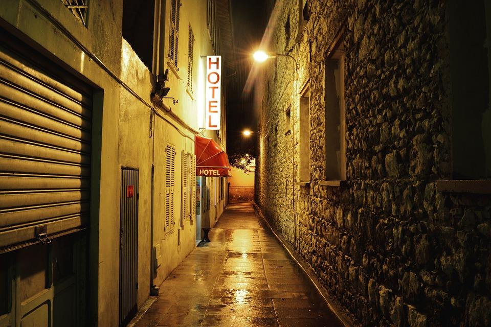 路地 ホテル 泊 街路灯 町 村 歴史 アーキテクチャ ネオンサイン 入り口 ウェット