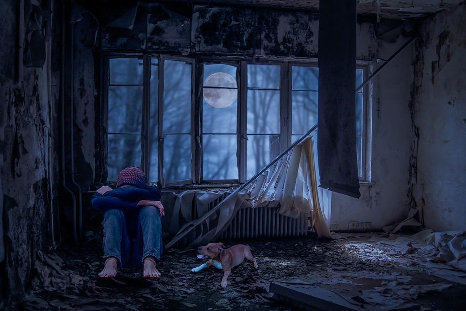 男性 体操座り 絶望 悲しみ