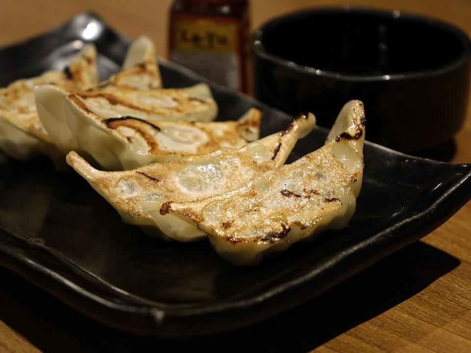 揚げ 餃子 キャベツ プレート 中国語 豚肉 前菜 おいしい