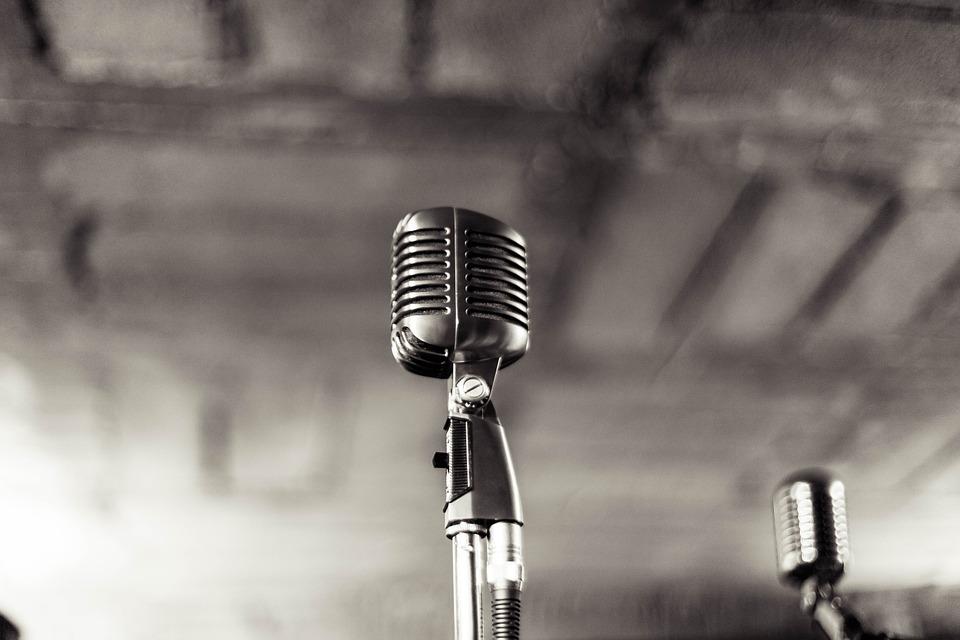 マイク 音楽 ビンテージ レトロ サウンド オーディオ 機器 アイコンを シンボル スタジオ