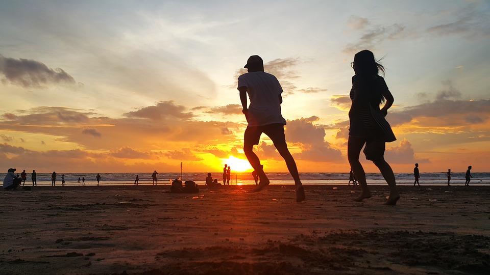 ビーチ カップル 日没 ロマンチック 一緒に 愛 雰囲気を好む人