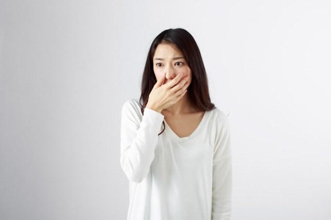 ショックを受ける日本人女性