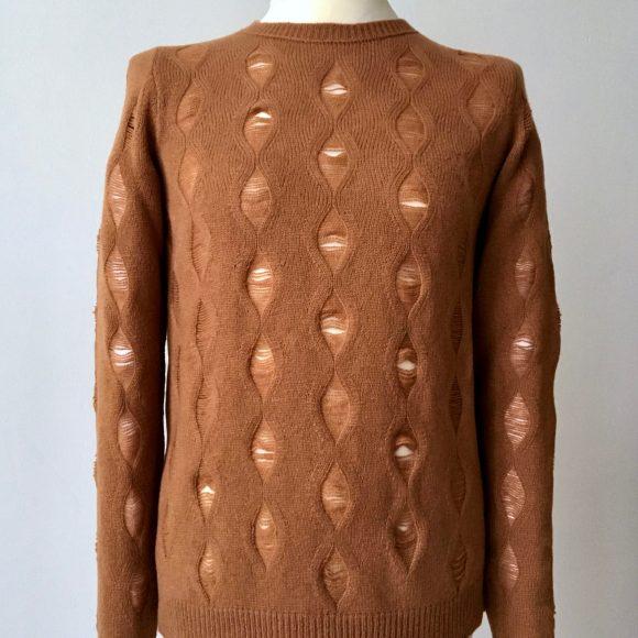 Fully Fashioned, Makramee oder Cable Knit, von allem ein wenig und doch ganz eigen und für sich stehend.