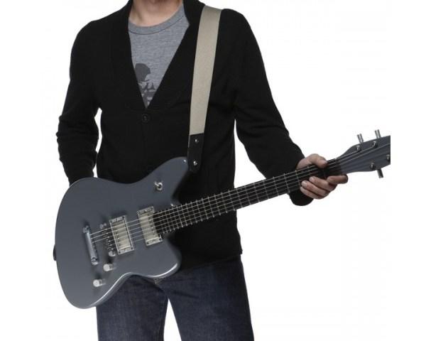 gitaar vasthouden met gitaarband