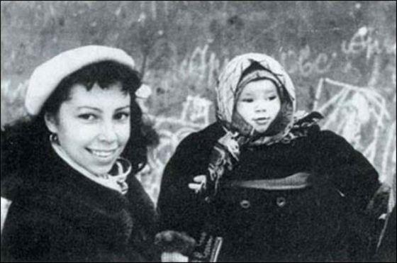 Первая жена Алексея Баталова с дочкой Надей