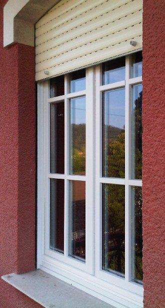 Finestra in legno lamellare laccato bianco con inglesina