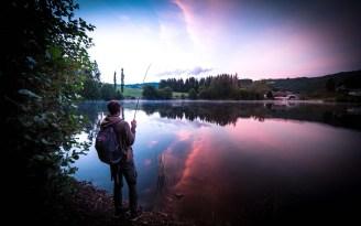Lac de pêche dans le Cantal.