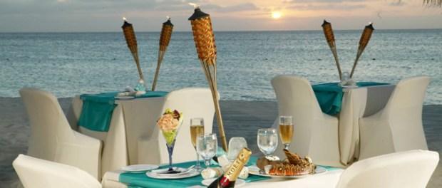 beachside dining in Aruba