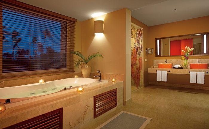 Master Suite Bathroom.