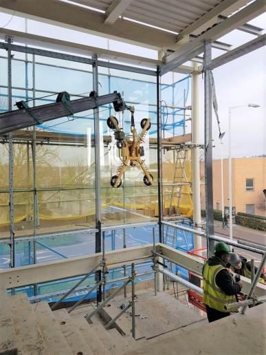 MC285 Spider Crane plus MRT4 Glass Lifter