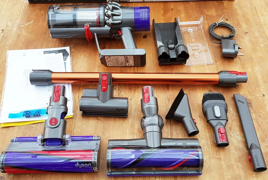 Dyson V10 Absolute Box Contents