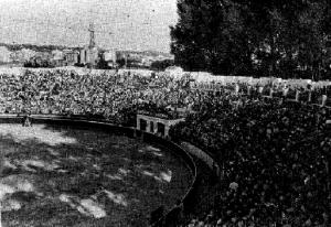 Aspecto de los tendidos de la plaza de Girona aquel 25 de julio.