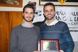 Gerard Mas i Paco Píriz, amb el guardó rebut el passat divendres.