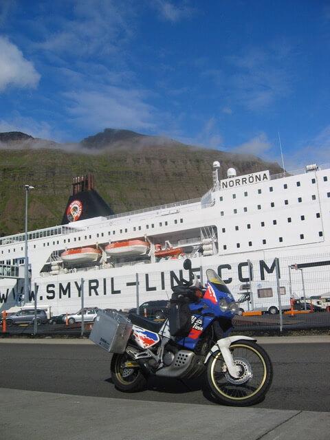 Aankomst met de ferry in IJsland Seydisfjördur