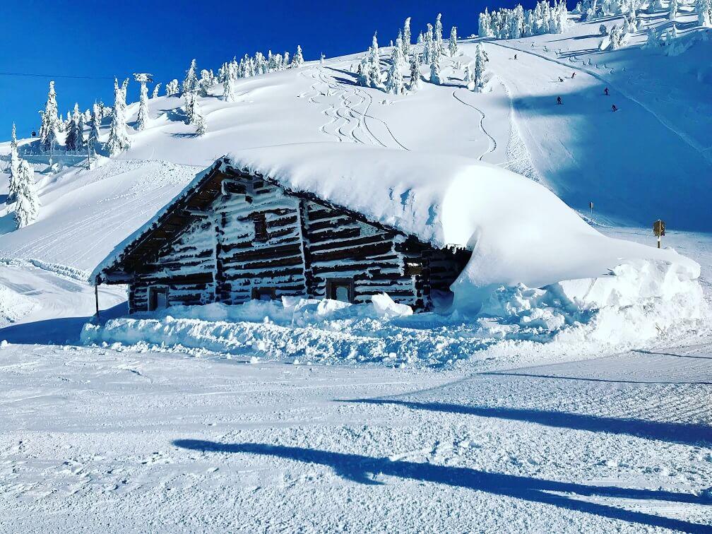 Heel veel sneeuw op de piste van Flachau