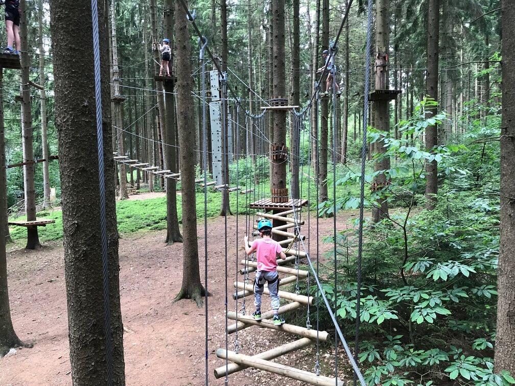 Klimmen in Forestia in de Belgische Ardennen