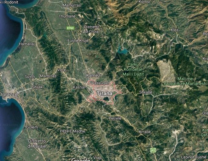 Autunno in Albania, fogliage, Localizzazione di Tirana, natura