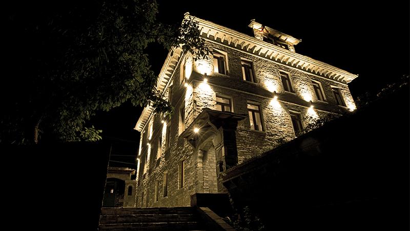 Villa Permet hotel vista esterna illuminata
