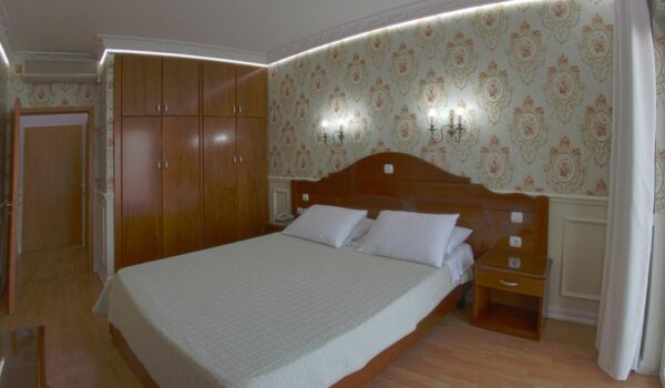 Hotel a Saranda, Porto Eda