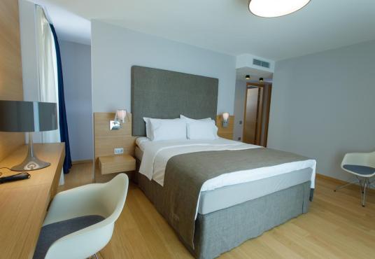 Hotel a Saranda, Buze