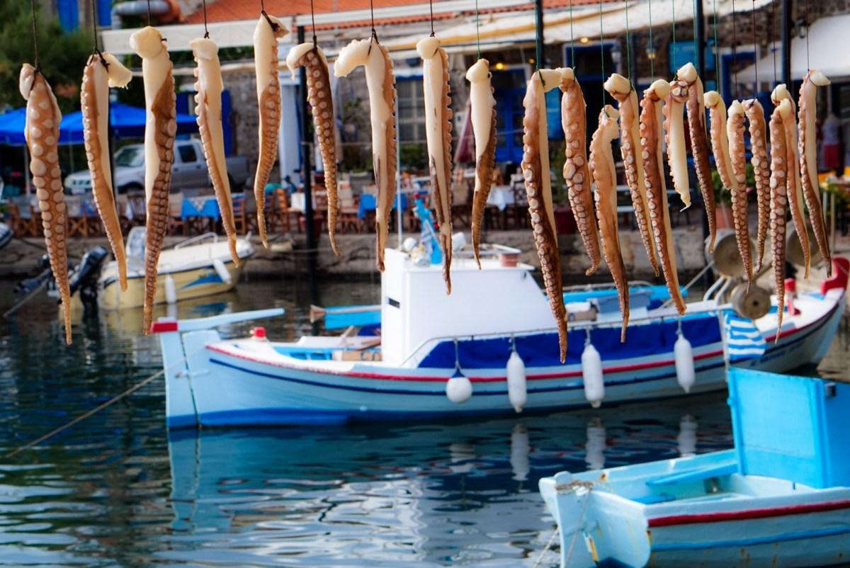 Kaksin autiolla saarella - Missä ovat Lesboksen turistit?