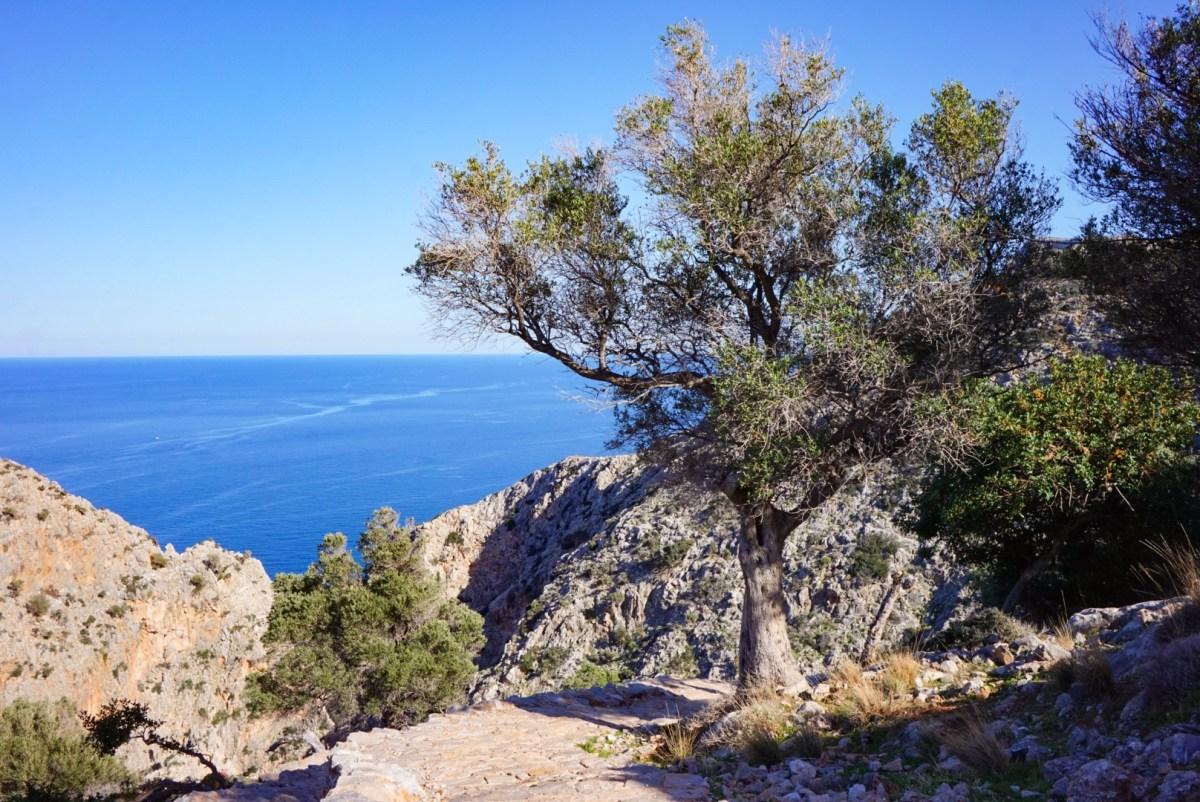 Luostareita ja salainen ranta Kreetan Akrotiri-niemellä