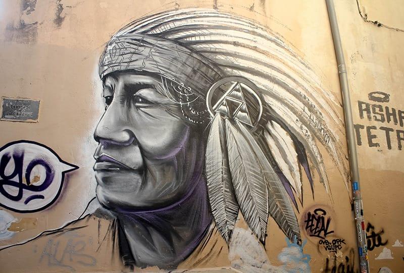 Street art amerindien panier Marseille